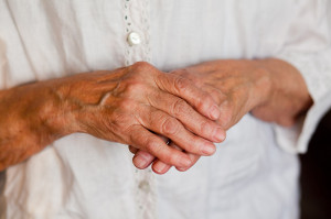 mucous-cyst-OA-hands-old-woman_95075389
