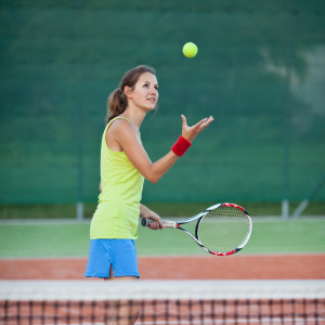 tennis-elbow-girl_94283209